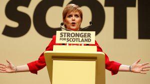 Skottijohtaja Nicola Sturgeon on uhitellut uudella itsenäisyysäänestyksellä.