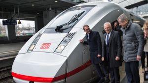 Siemensin uutta ICE 4 -junaa esiteltiin Berliinin rautatieasemalla 2015.