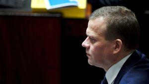 Valtiovarainministeri Petteri Orpo eduskunnan täysistunnossa 6. helmikuuta.