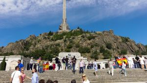 Franco laittoi itse alulle Kaatuneiden laakson eli Valle de los Caídosin sisällissodan muistomerkin. Hänet on haudattu Kaatuneiden laaksoon.