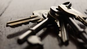 avaimet pöydällä