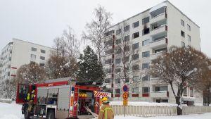 Kerrostaloasunnossa syttyi tulipalo Kokkolan Koivuhaassa.