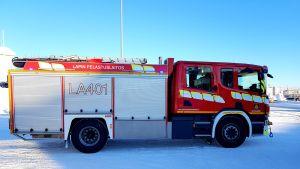 Lapin pelastuslaitoksen paloauto.