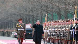 Pohjois-Korean virallisen uutistoimiston julkaisemassa kuvassa maan johtaja Kim Jong-un vieraili maan puolustusministeriössä 8. helmikuuta.