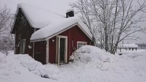 Sarjahukuttaja Pekka Seppäsen kotitila lumikinosten keskellä Kontiolahden Jaamankankaalla helmikuussa 2019.