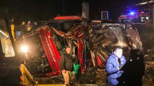 Ainakin 14 ihmistä on kuollut ja 30 loukkaantunut bussiturmassa Pohjois-Makedonian pääkaupungin Skopjen lähettyvillä, kertoo uutistoimisto AP.