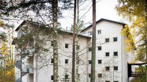 Liperissä sijaitsevan Viljo Revellin suunnitteleman Invalidien Veljesliiton ammattioppilaitoksen vuonna 1965 valmistunut Norjantalo.