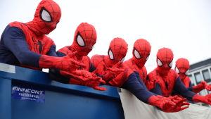 Hämähäkkimiehiä penkkareissa