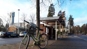 Polkupyörä bussipysäkillä