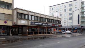 Wanha Konera -ravintola sijaitsee Porissa Antinkadun ja Liisankadun kulmassa entisen kodinkoneliikkeen tiloissa.