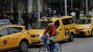 Tavallisella pyörällä saa huristella New Yorkissa, mutta sähköpyöriä pidetään liian vaarallisina kaupungin kaduille.
