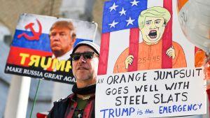 Ihmiset protestoivat Trumpin julistamaa hätätilaa vastaan