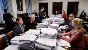Perustuslakivaliokunnan kokous eduskunnassa.