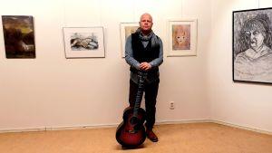 Jarkko Somero on muusikko ja sairaanhoitaja.