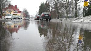 Ilmastonmuutos lisää rankkasateita ja myrskyjä. Sen myötä tulvariski kasvaa.