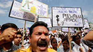 Intialaiset osoittavat mieltään