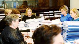 Eduskunnan sosiaali- ja terveysvaliokunnan kokous 26. helmikuuta.
