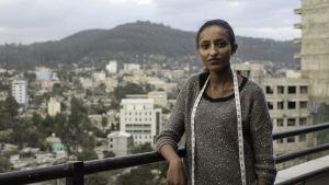 Bethelihem Tedla parvekkeella Addis Abebassa.