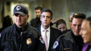 Trumpin ex-asianajaja Michael Cohen poistui senaatin turvallisuuskomitean kuulemisesta 26. helmikuuta.
