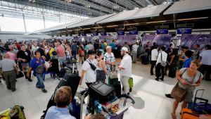 Bangkokissa jumiin jääneitä matkustajia