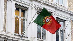 Portugalin lippu puolitangossa.