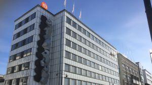 Osuuspankin konttori torin laidalla Kuopiossa