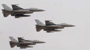 Pakistanin ilmavoimien F-16-hävittäjiä.