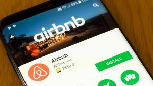 airbnb sovellus kännykässä