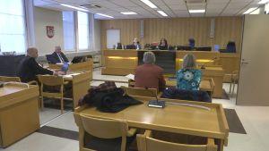 Oikeuden istunto Kanta-Hämeen käräjäoikeudessa