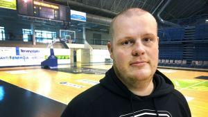 Petri Velling on Lahti Basketballin päävalmentaja.