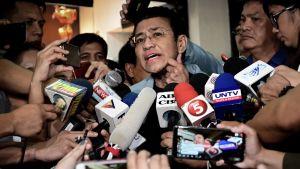 Filippiiniläinen toimittaja Maria Ressa piti 14. helmikuuta tiedostutilaisuuden päästyään takuita vastaan vapaaksi.