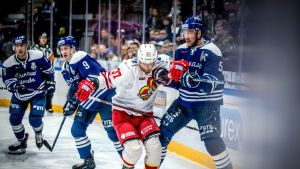 Jokereiden John Norman jääkiekon KHL:n puolivälieräottelussa Dinamo Moskova - Jokerit Moskovassa.