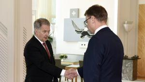 Presidentti Niinistö kiitti pääministeriä ja hyväksyi hallituksen eronpyynnön.