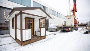 Monen alan opiskelijat saavat oppia .Gradia Jyväskylän koiratalojen rakentamisista.