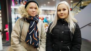 Torniolaiset Anna Harmaala (vas.) ja Kristiina Jokikokko.