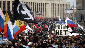 Tuhannet moskovalaiset kokoontuivat kaupungin kaduille sunnuntaina protestoimaan uutta lakiesitystä vastaan.