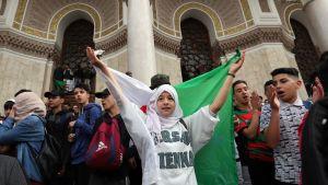Mielenosoitukset Algerian presidenttiä Abdelaziz Bouteflikaa vastaan jatkuivat sunnuntaina.