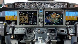 Boeing 737 Max 8 -lentokoneen ohjaamo
