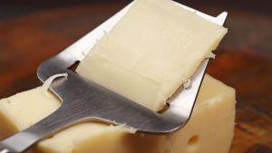 juusto ja juustohöylä