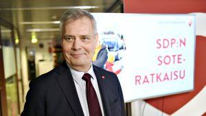 SDP:n puheenjohtaja Antti Rinne esitteli puolueensa sote-askelmerkit tulevalle vaalikaudelle Helsingissä torstaina 14. maaliskuuta.