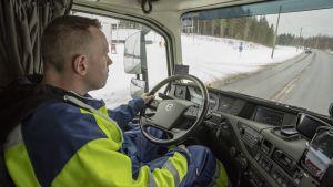 Kuljetusliike Taipaleen kuljettaja Pentti Hautaniemi