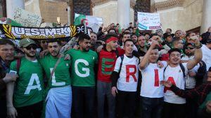 Algerialaisia mielenosoittajia