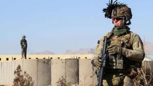 Sotilas vartiossa Heratissa, Afganistanissa.