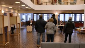 Äänestäjiä Sepänkylässä