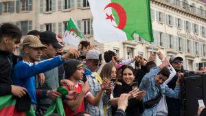 Algerian presidentin Abdelaziz Bouteflikan vastainen mielenosoitus sai viikonloppuna väkeä kaduille Marseillessa.