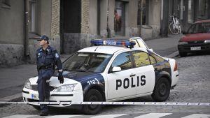 Väkivaltarikoksen tutkintaan liittyvä poliisioperaatio Helsingin Kalliossa.