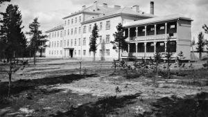 Muurolan keuhkoparantolan kuva Helsingin yliopistomuseon arkistosta.