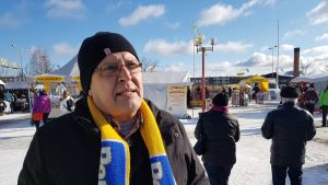 Perussuomalaisten kansanedustajaehdokas Kalervo Björkbacka Rovaniemen kevätmarkkinoilla 19.3.2019.