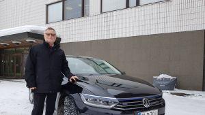 Rovaniemen kaupunginjohtaja Esko Lotvonen ja virka-auto.