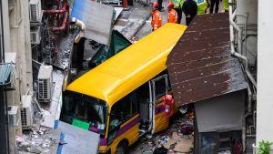 Kiinassa, Hong Kongissa sattui vakava bussiturma myös joulukuussa 2018. Onnettomuus tapahtui, kun bussi alkoi vyöryä katua alas, sen jälkeen kun kuljettaja oli jättänyt ajokin. Useita ihmisiä kuoli ja loukkaantui.
